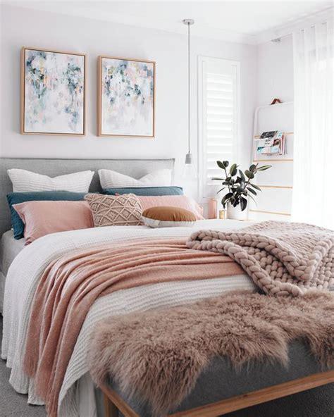 menerapkan warna pastel  kamar tidur rooangcom