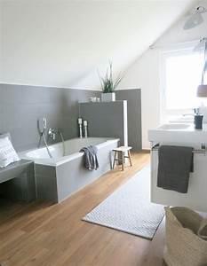 Fliesen Wohnbereich Modern : modernes badezimmer mit holz und beton badezimmer wohnen bathroom badewanne dusche ~ Sanjose-hotels-ca.com Haus und Dekorationen