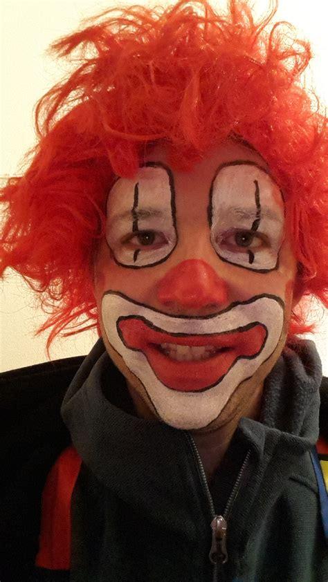 clowngesicht schminken als dummer august sieht der  aus