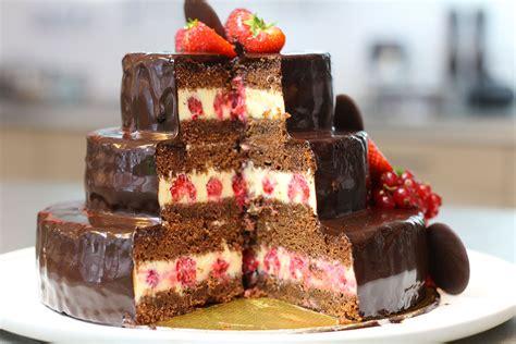 gateau d anniversaire herve cuisine gâteau d 39 anniversaire au chocolat à étages hervecuisine com