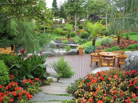 Beautiful Backyard Garden Photos