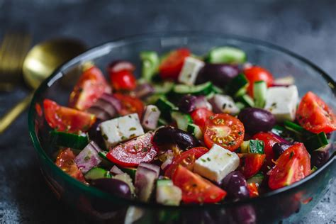 Salada Grega: simples e super refrescante   LUCA NA COZINHA