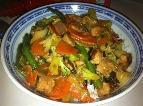 comment cuisiner les nouilles chinoises sauté chinois au poulet et légumes de fabienne les