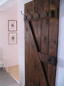 Alte Tür Als Garderobe : vintage door into coat rack vintage doors doors and coat racks ~ A.2002-acura-tl-radio.info Haus und Dekorationen