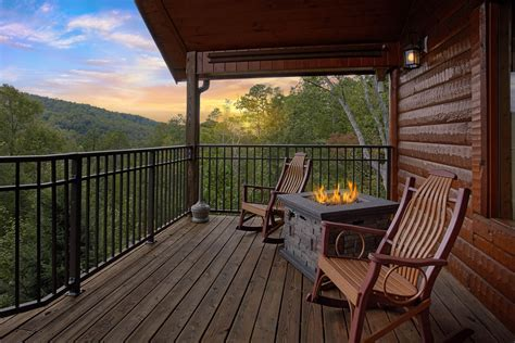 Gatlinburg Cabin Rentals   Cabins in Gatlinburg   Elk