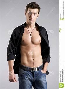 Image Homme Musclé : portrait d 39 homme de muscle posant sur un fond gris photo stock image du fuselage adulte 33088280 ~ Medecine-chirurgie-esthetiques.com Avis de Voitures