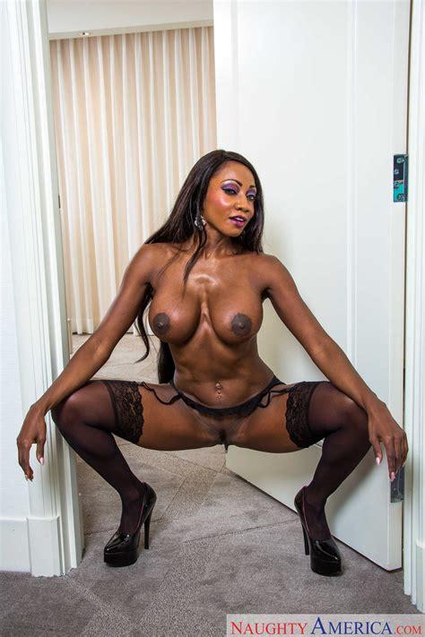 Hot Chocolate Woman Is Spreading Her Legs Photos Diamond