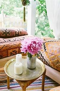 1001 deco uniques pour creer une chambre hippie With tapis chambre bébé avec fleur bougie