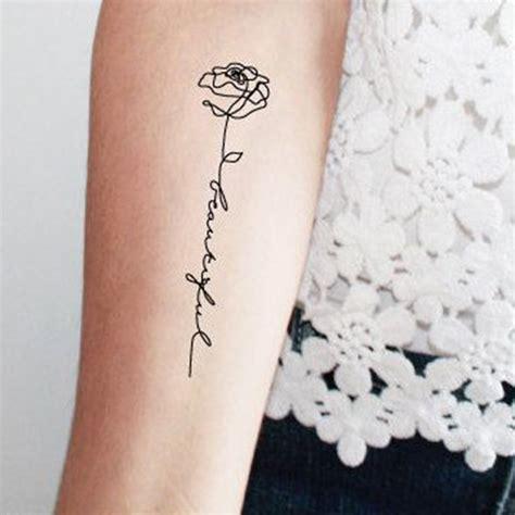 tatouage rose avec phrase ces tatouages de rose qui ne
