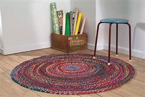 Tapis Rond Tressé : tapis de sol accent sur le confort et le bien tre la ~ Teatrodelosmanantiales.com Idées de Décoration