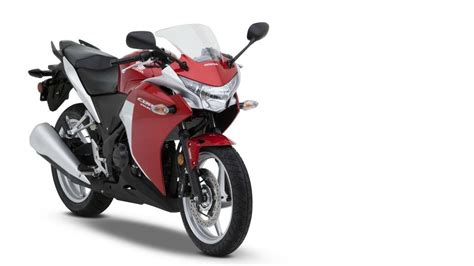 honda cbr150r mileage on road comparing honda cbr150r vs honda cbr250r tech specs