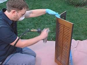 guide pour renover et peindre ses volets a l39aide d39un With peindre des volets en bois