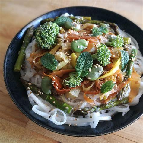 que cuisiner avec des poireaux tagliatelles primavera thaï vegan et sans gluten vegan
