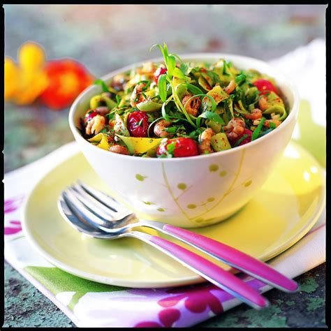 piment cuisine recette salade de tagliatelles aux crevettes et piment d