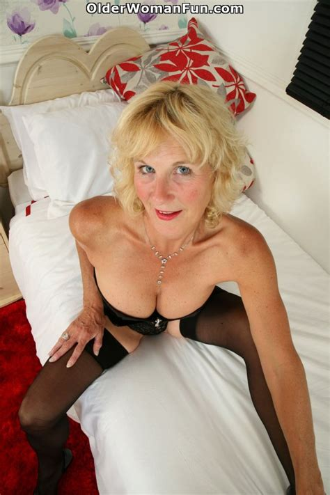 51 year old uk milf molly maracas spreads her mature pussy