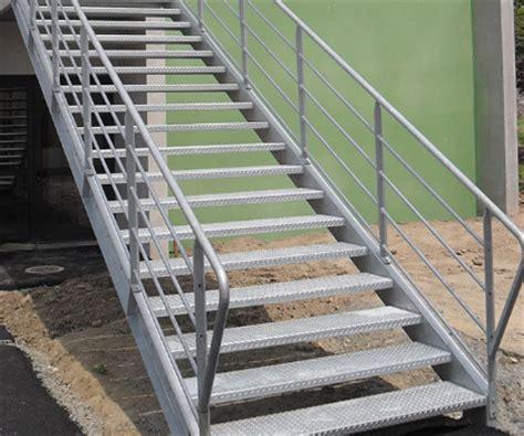 escalier droit en acier galvanise
