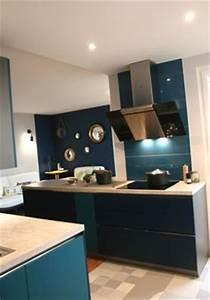 1000 ideas about cuisine bleu canard on pinterest With kitchen cabinets lowes with papier peint bleu canard