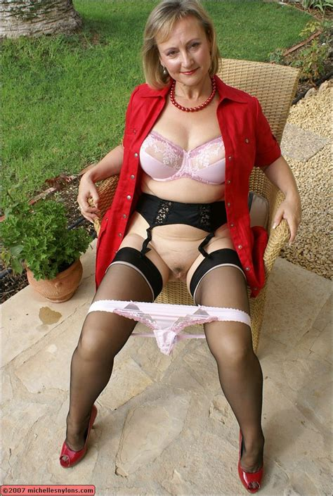 Michelle's Nylons - Sexy MILF Michelle wearing nylon stockings and pantyhose