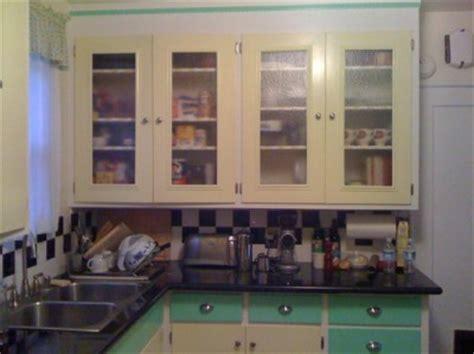 Jake & Barclay's 1943 kitchen gets a retro update   Retro