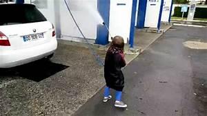 Nettoyer Sa Voiture : ne jamais faire nettoyer sa voiture par un enfant lol youtube ~ Gottalentnigeria.com Avis de Voitures