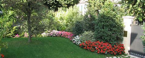 immagini di giardini privati progetto piccolo giardino con fioriture stagionali verde