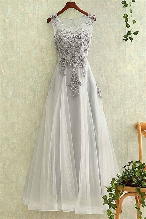 gray tulle  neck   lace applique
