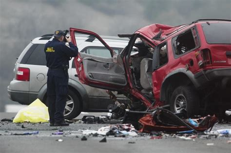 displaying  images  fatal car crashes