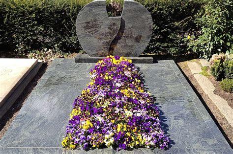 Im Frühjahr by Beispiele Grabgestaltung Schmitz Friedhofsspezialist