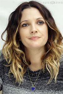 Trendy Hair Style : Drew Barrymore spices his wavy hair ...