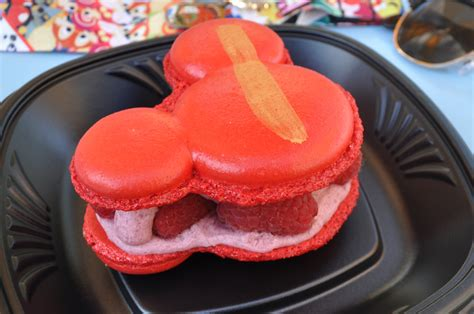 cuisine mickey disneyland food discovery mickey mouse macaron alyssa