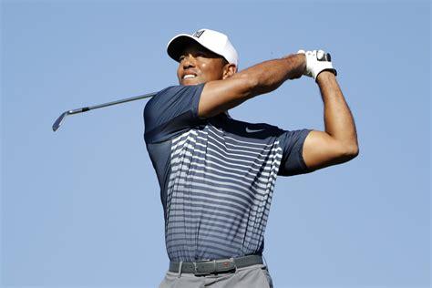 Tiger Woods sneaks into weekend with closing birdie ...