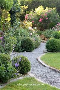 Kiesweg mit randsteinen weg pflaster pinterest for Französischer balkon mit englische gärten rundreise