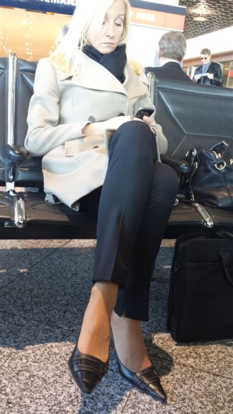 voyeuy another pantyhose milf at the airport