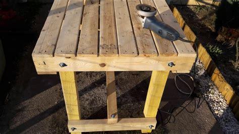 fabriquer chaise en bois fabriquer une table avec des palettes