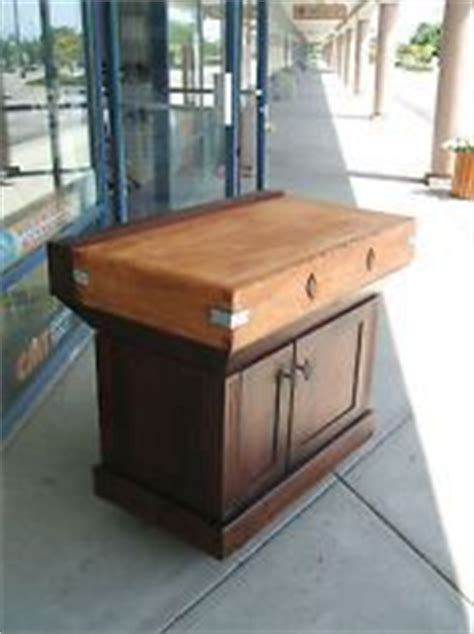 kitchen island with cutting board top 1000 images about vintage butcher block islands on 9431