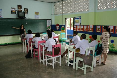 unterrichte kinder  einer schule  thailand