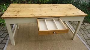Table De Cuisine En Bois : jolie table ancienne peinte pour cuisine avec plateau en bois naturel ~ Teatrodelosmanantiales.com Idées de Décoration