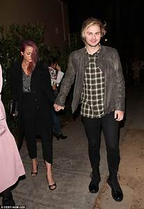 5SOS' Michael Clifford out with girlfriend Crystal Leigh ...