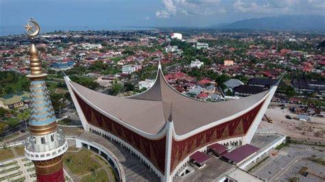 masjid raya sumbar obyek wisata religius  kota padang