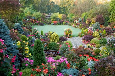 Englischer Garten Bilder by Flowers And In Early Autumn My Garden