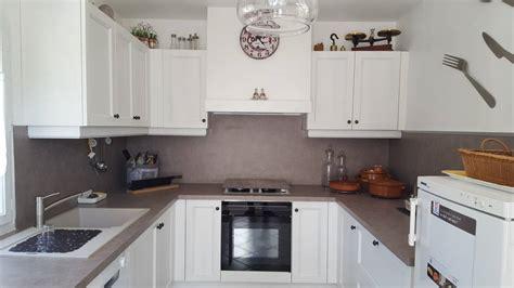 cuisine en et blanc pose d 39 une cuisine moderne en bois blanc à peypin pose