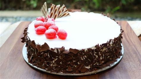 blackforest cake  alcohol famous cake shop