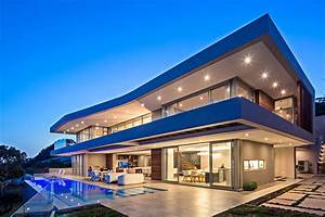 This new home was designed to capture 180° panoramic sea ...