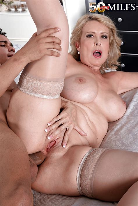 Mature Fatty Laura Layne Gets Fingered And Enjoys Cock In