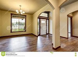 Porte D Entrée Blanche : int rieur de couloir avec les colonnes le plancher en ~ Melissatoandfro.com Idées de Décoration