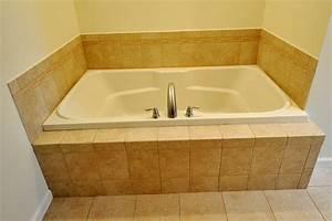 Badezimmer Fliesen Verkleiden : badewanne einfliesen badewanne einbauen und verkleiden ~ Sanjose-hotels-ca.com Haus und Dekorationen