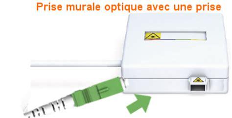 fibre brancher le cordon optique sur la prise murale optique assistance orange