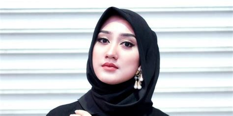 bosan pakai jilbab hitam padukan dengan ini yuk co id