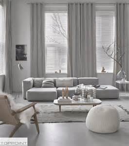 wohnzimmer in weiss grau 1000 ideen zu graue sofas auf lounge decor familienzimmer dekoration und grauer