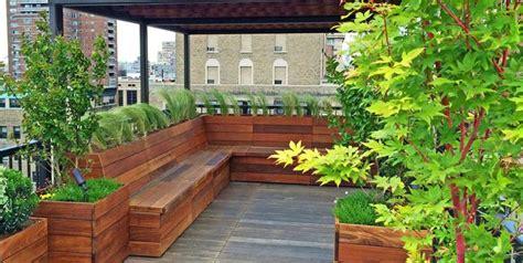 lush   trimmed terrace garden ideas